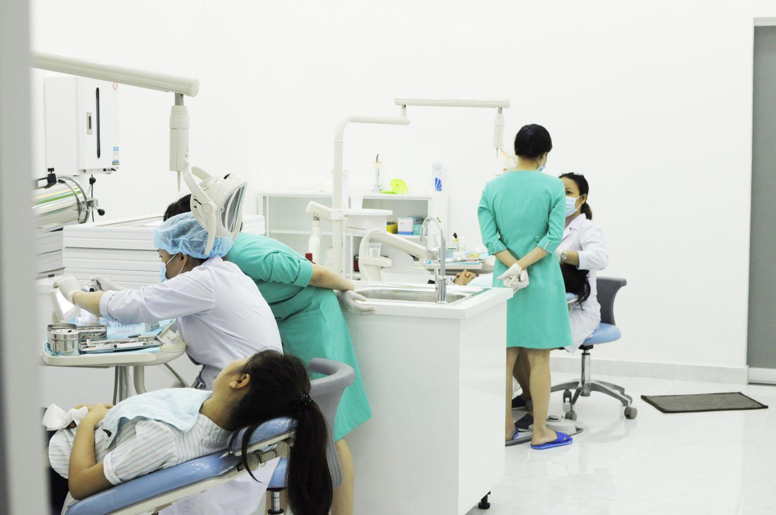 nha khoa titan chuyên răng sứ