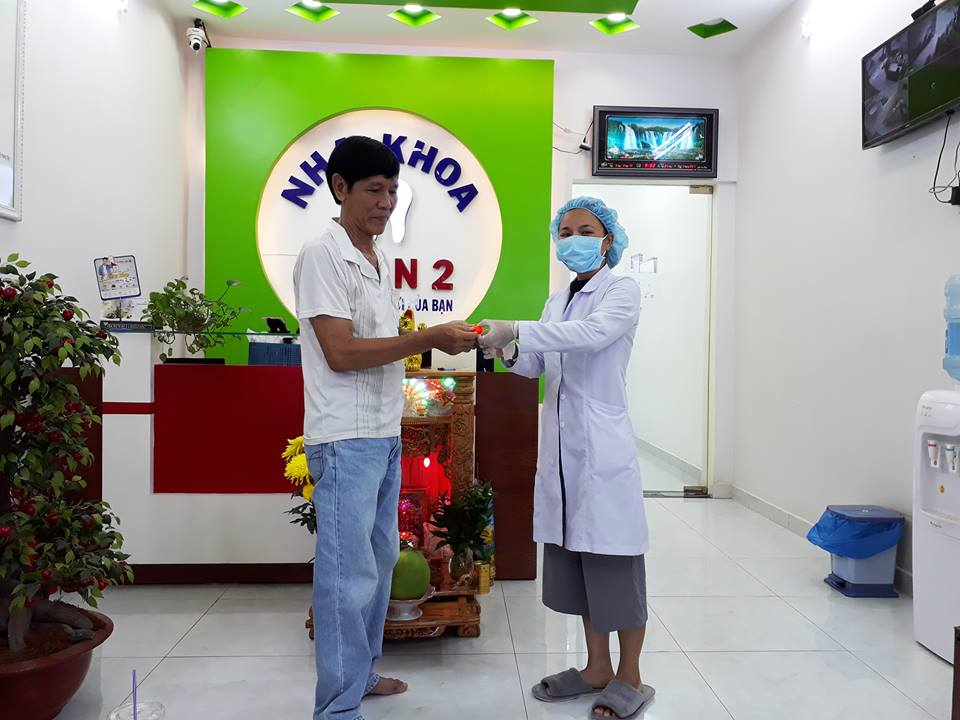 khách hàng trúng thưởng tại nha khoa