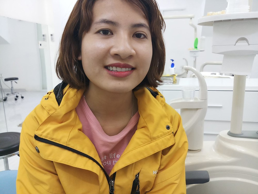 khách hàng trồng răng sứ Cercon HT
